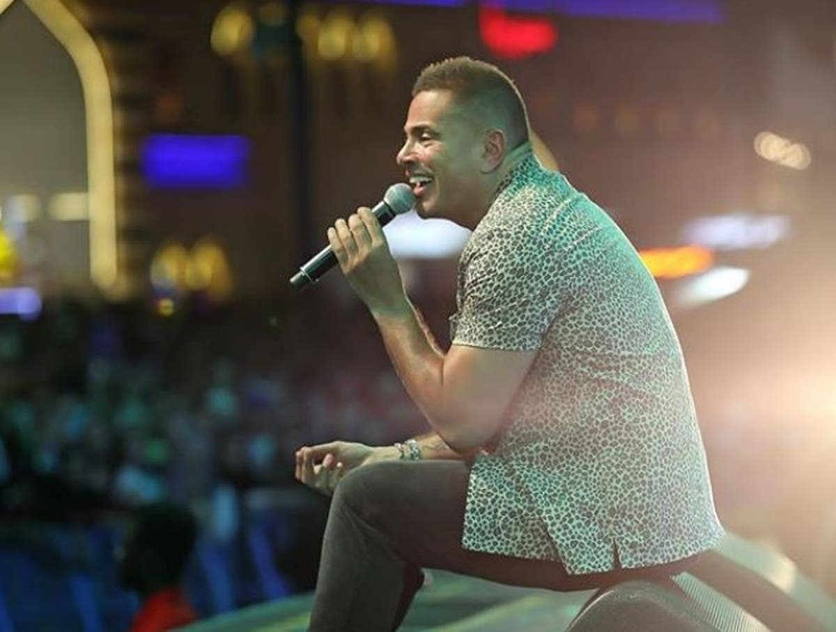 فيديو أغنية بحبك أنا هدية عمرو دياب لجمهوره بمناسبة عيد