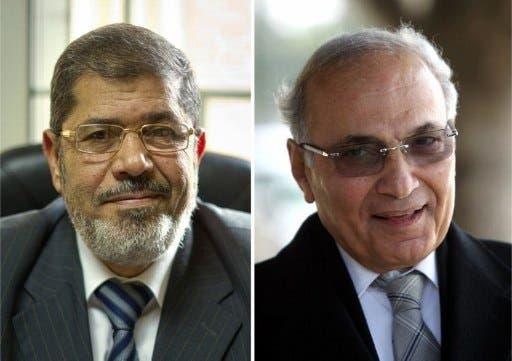 Mohammed Mursi (left) and Ahmed Shafiq