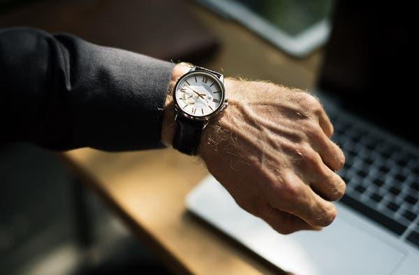 كم ساعة عمل يحتاج المواطن لشراء سيارة في 9 دول عربية؟