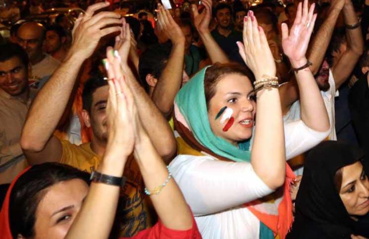 إيران تفرض غرامة على طلي النساء لأظافرهن ووضع النظارة الشمسية لأنها مثيرة جنسياً!      البوابة
