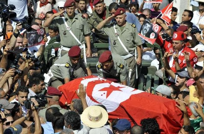 Tunisian soldiers salute as they load the coffin of assassinated opposition leader Mohammed Brahmi during his funeral procession on 27 July 2013 in Tunis. (AFP/Fethi Belaid)