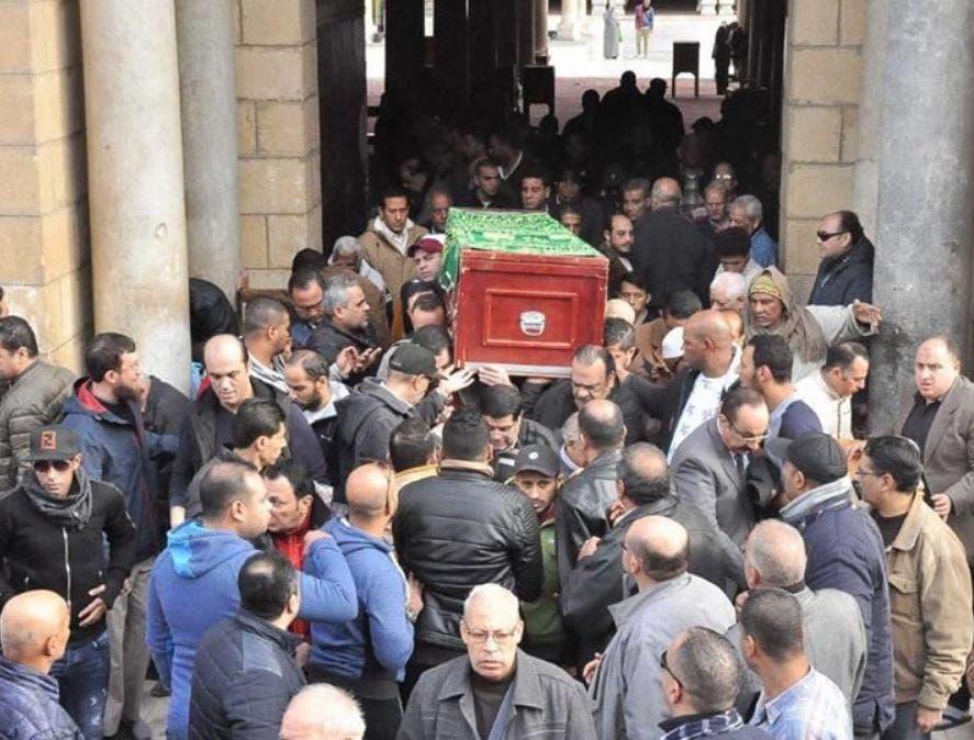 عصام كاريكا وحيد جنازة والدته