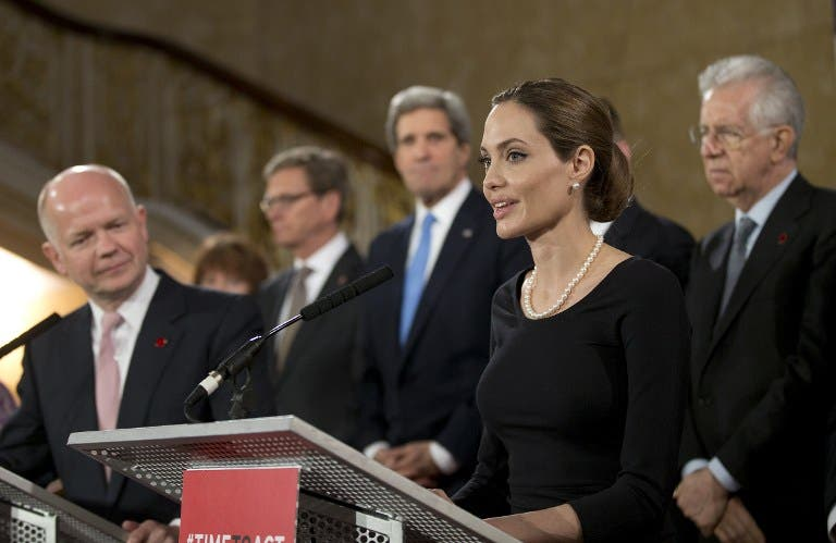 British Foreign Secretary William Hague (L) listens as US actress Angelina Jolie (R) in her role as a UN humanitarian envoy speaks in front of other G8 foreign ministers. (AFP PHOTO / POOL / ALASTAIR GRANT)