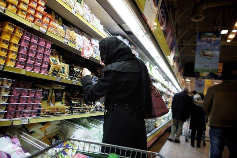 An Iranian woman shops at a supermarket in downtown Tehran. (AFP PHOTO/BEHROUZ MEHRI)