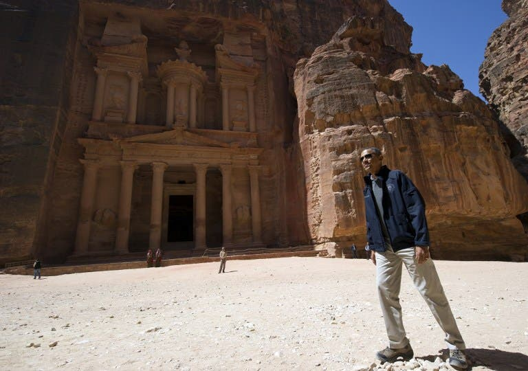 US President Barack Obama tours the Treasury Building at the ancient city of Petra, in Jordan, on March 23, 2013. Obama arrived in Jordan on March 22, on the last leg of a Middle East tour after challenging Israelis to embrace peace with Palestinians. (AFP PHOTO / Saul LOEB)