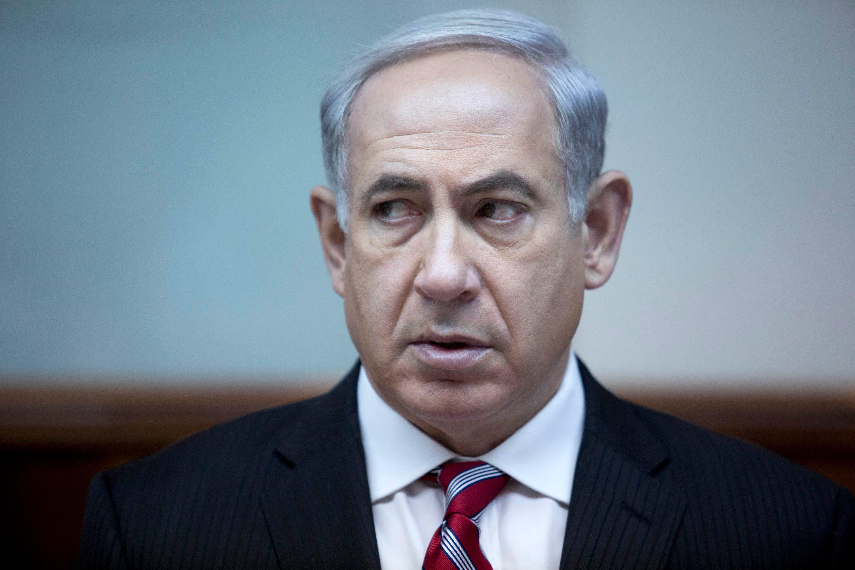 Israeli Prime Minister Benjamin Netanyahu heads the weekly cabinet meeting at his office in Jerusalem (Abir Sultan / AFP)