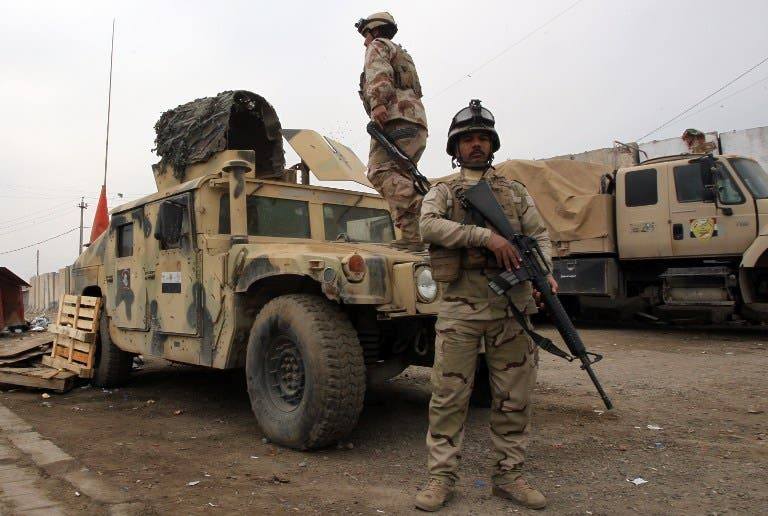 Iraqi soldiers monitor a checkpoint East of Baghdad on January 10, 2014. [AFP]