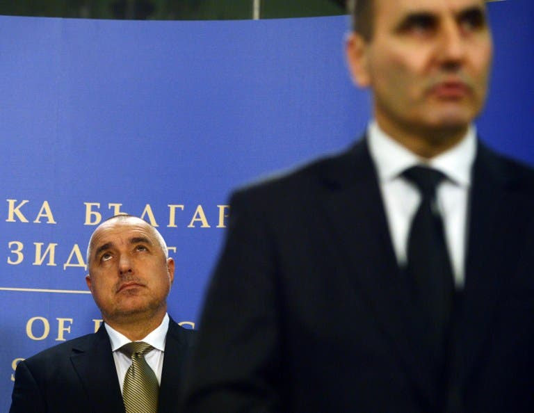 Bulgaria's Prime minister Boiko Borisov (L) listens to Interior minister Tsvetan Tsvetanov speaking. (AFP PHOTO / DIMITAR DILKOFF)
