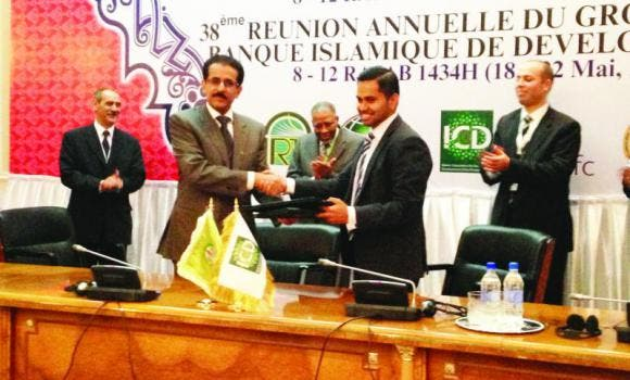 Thomson Reuters and ICD announce the joint development of the Islamic Finance Development Indicator. Ahmad Mohamed Ali, president of the IDB Group, center, looks on.