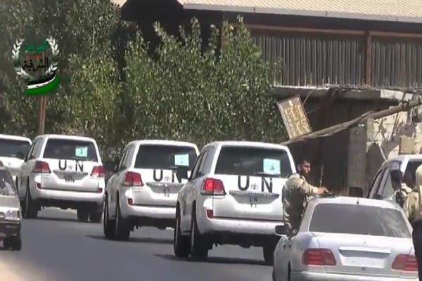 An image grab taken from a video uploaded on YouTube by the Eastern Ghouta Media Centre on August 28, 2013 allegedly shows United Nations (UN) vehicles travelling to the site where rockets had fallen in Damascus' eastern Ghouta suburb during an investigation into a suspected chemical weapons strike near the capital. (AFP/YouTube)