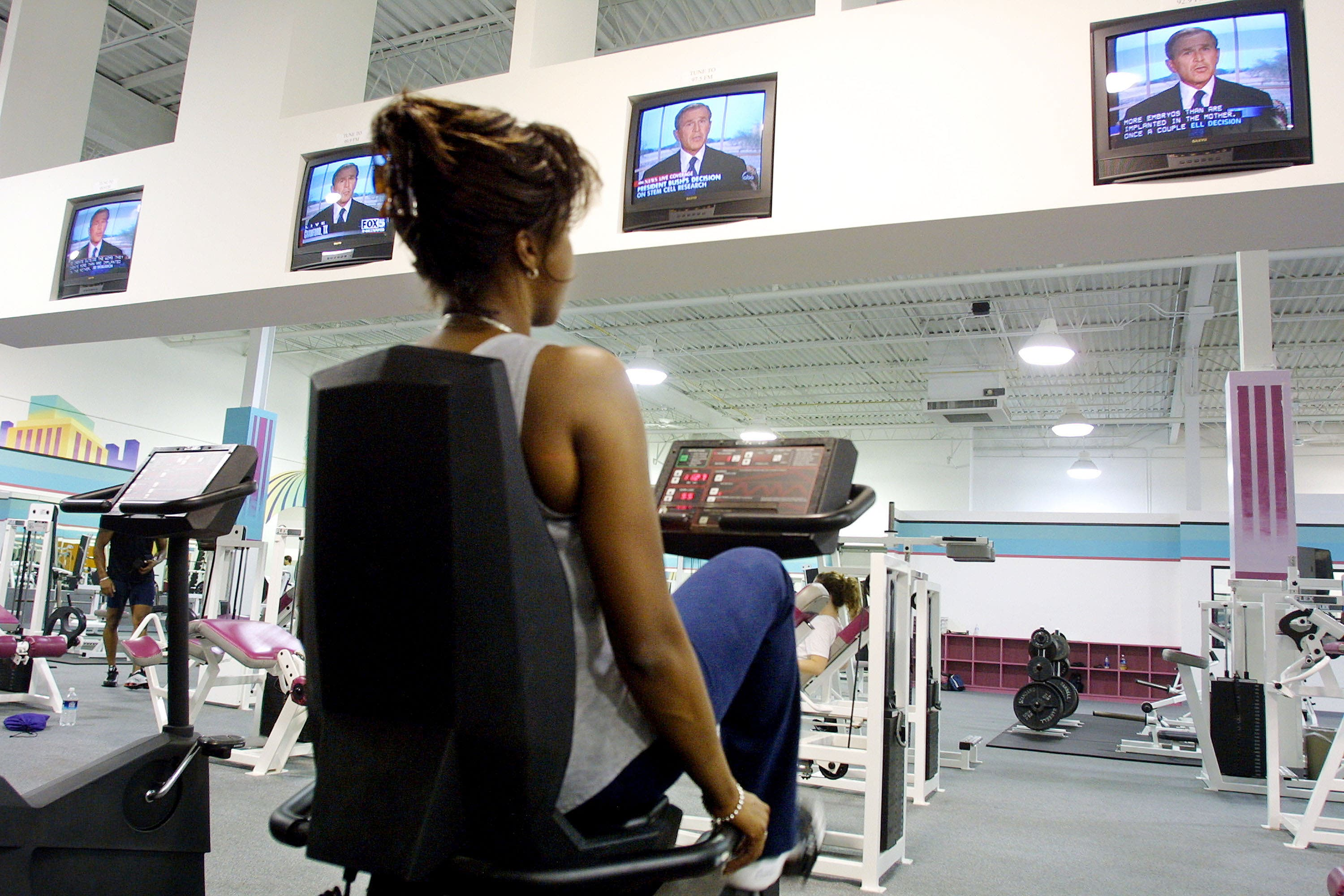 Gyms are public places so one can expect to have complaints- like the choice of music, lighting and temperature