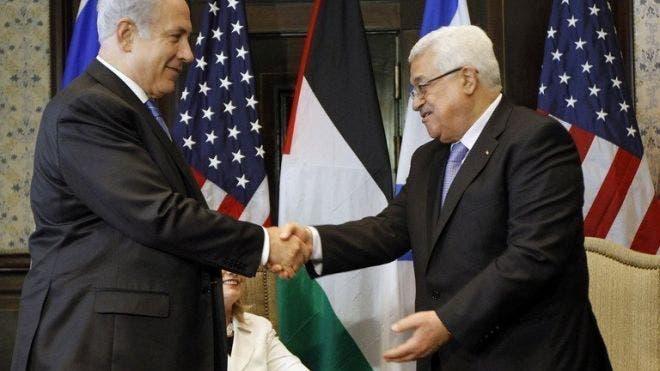 Israeli Prime Minister Benjamin Netanyahu (left) shakes hands with Palestinian president Mahmud Abbas during talks in Sharm El-Sheikh, on September 14, 2010 (AFP/File)