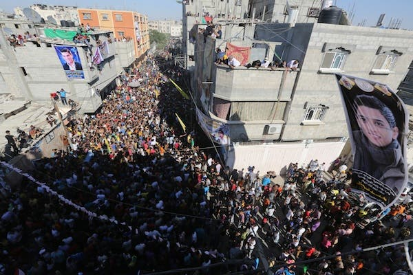Fans wait for the arrival of Palestinian