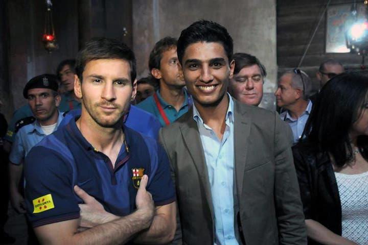 The moment Mohammad Assaf met football legend Messi. (Image: Facebook)