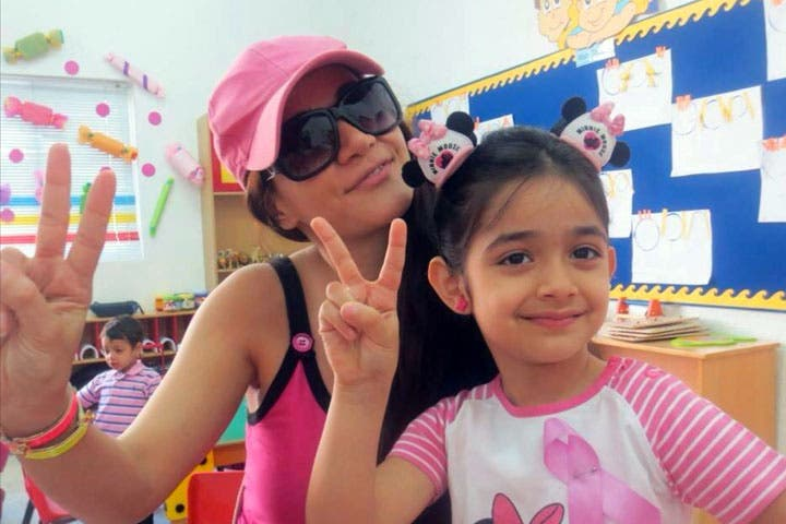 Diana Haddad and her daughter sportin' their pink pride (Image: Twitter)