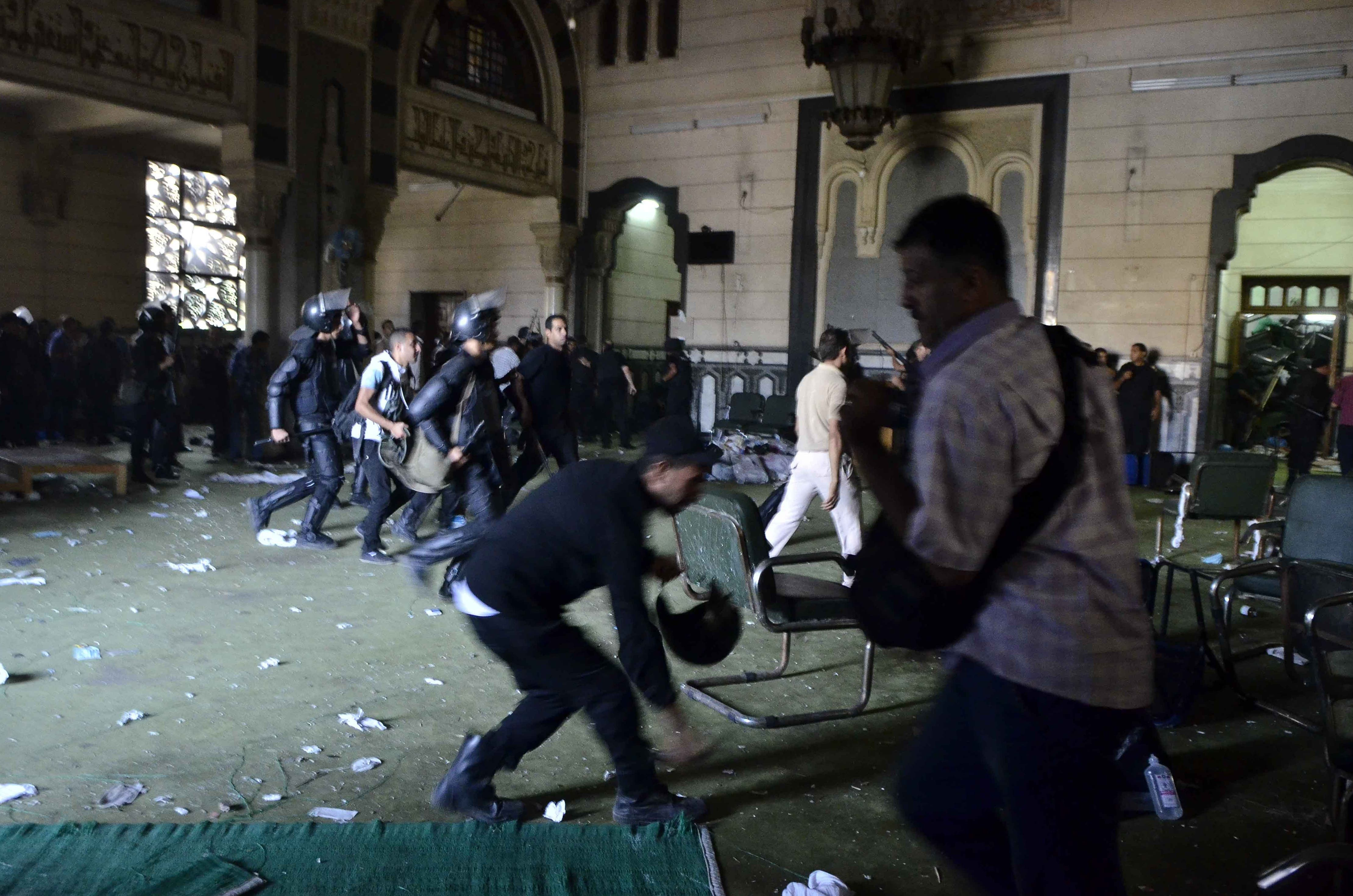 Egyptian riot policemen get in the community services hall of Cairo's Al-Fath mosque where Islamist supporters of ousted president Mohamed Morsi held up (AFP/MOHAMED EL-SHAHED)