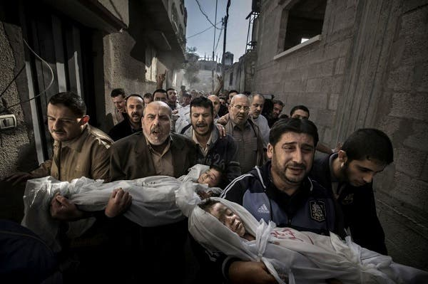 The bodies of two Palestinian children get carried to the mosque by family members. This shot won Paul Hansen the 2012 World Press Photo award. Source: Tumblr.