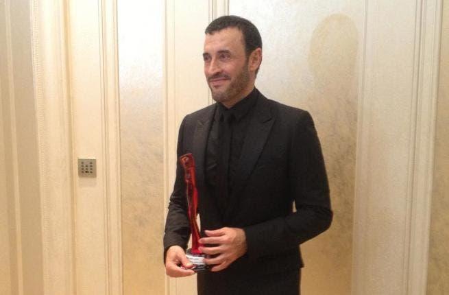 Kadim al Sahir picks up his award for Best Arabic Artist 2012.
