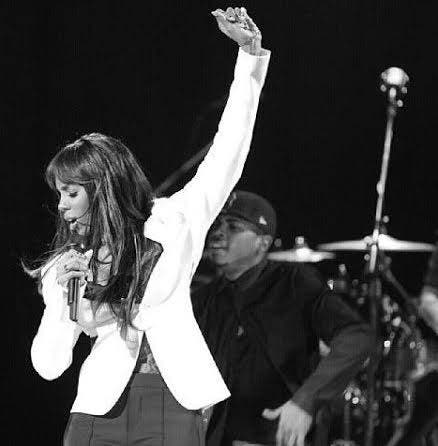 Kelly Rowland raising her left hand that now sports some serious bling! (Image: Facebook)