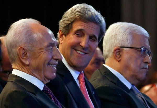 US Secretary of State John Kerry with Israeli President Shimon Peres and Palestinian President Mahmoud Abbas (AFP file photo)