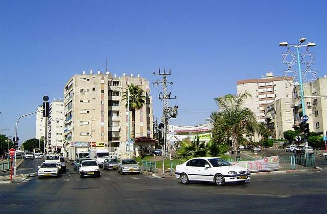 Lod's downtown as another side of Arab town is under invasion by a new ultra Jewish settlement