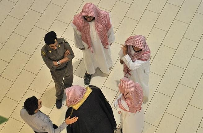 The Muttawa chat with an ordinary Saudi policeman. Picture courtesy of Layla, Images of Saudi.