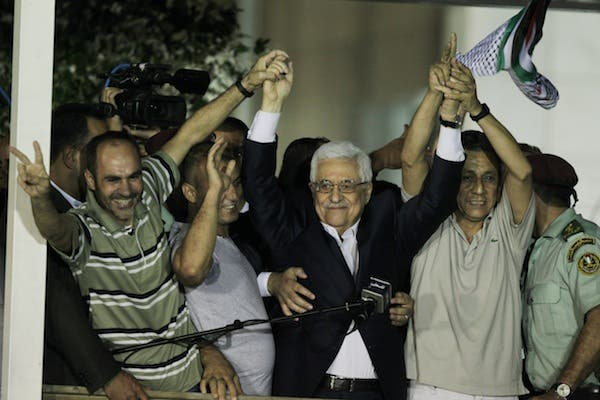 Palestinian President Mahmoud Abbas delivers a speech to released Palestinian prisoners, at his headquarters in the West Bank city of Ramallah, August 14, 2013. (AFP)