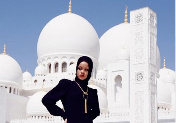 Ri Ri Goes Native Rihanna Shocks Fans By Wearing Hijab For Abu Dhabi Mosque Photoshoot