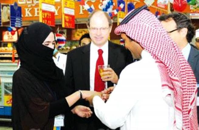 Abdulla Alanazi, exchanged rings with his fiancé at Carrefour supermarket, witnessed by other employees. (Photo courtesy Saudi Gazette)