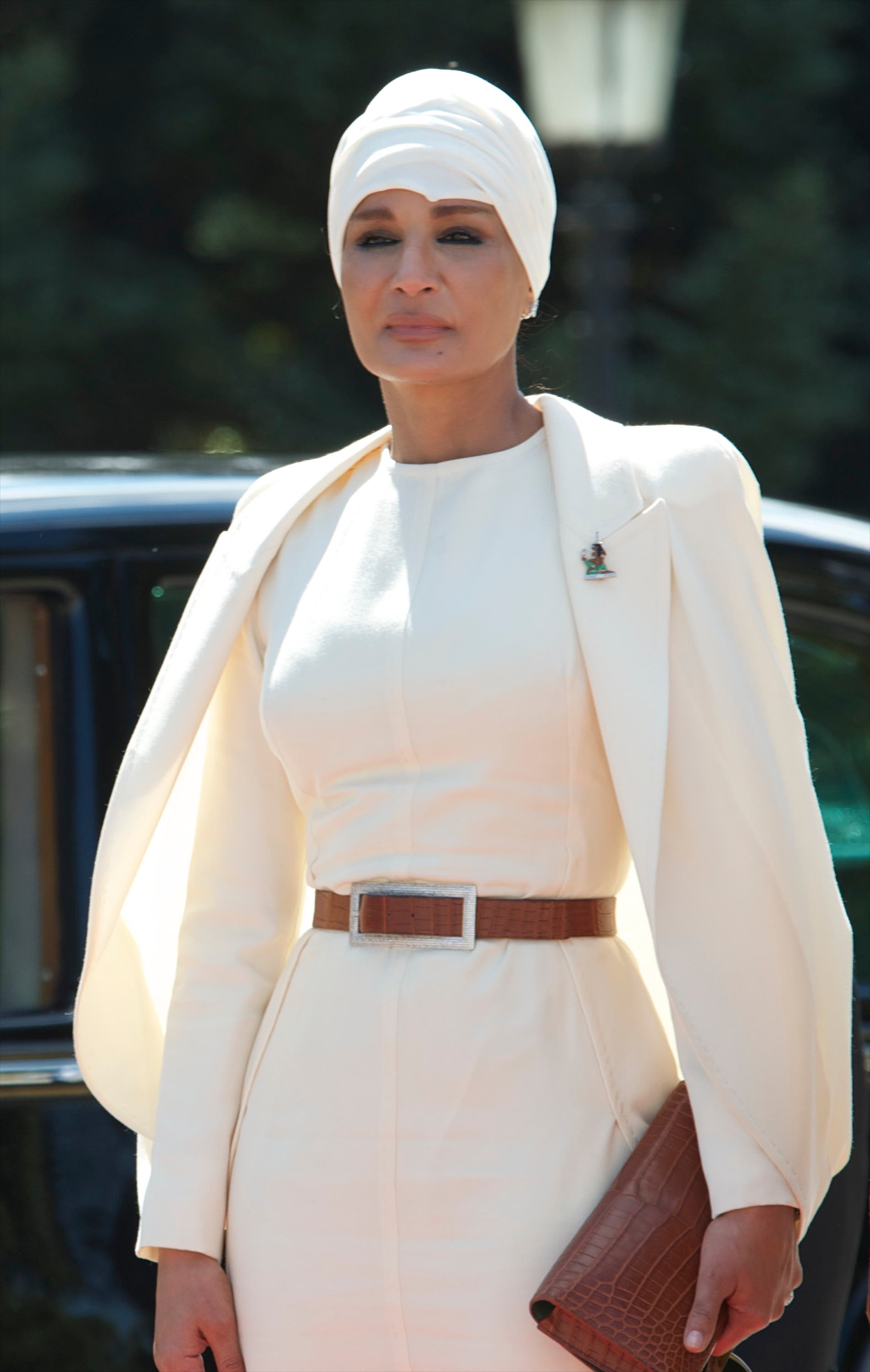 Sheikha Moza is famous for her poise & beauty.