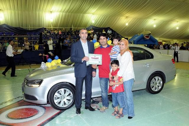 The winner with his family receiving the prize from Khalid Zebib