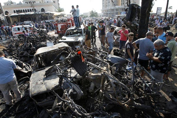 Lebanese civilians gather next to the site of a blast outside the Al-Taqwamosque in the northern city of Tripoli on August 23, 2013. (AFP)