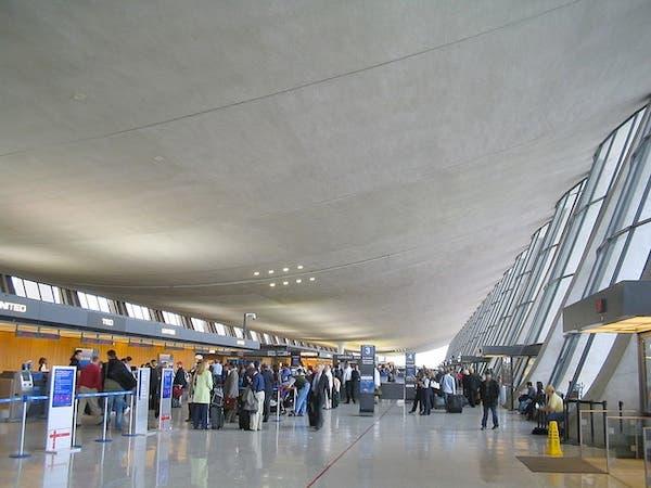 Washington's Dulles International Airport main terminal (Source: Wikimedia Commons/David Benbennick)