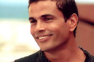 All smiles: Amr Diab happy with 1 mill followers. (Image: Facebook)
