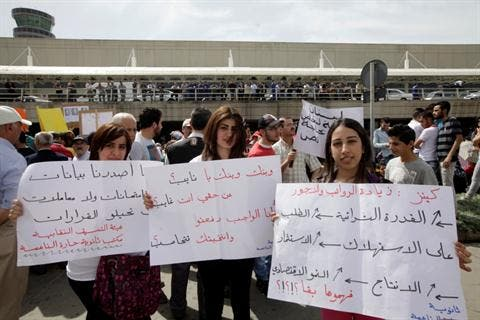 Protestors near Beirut airport earlier in the week (Daily Star)