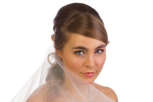 لا ترتكبي هذه الأخطاء الجمالية قبل تطبيق مكياج الزفاف وبعده!
