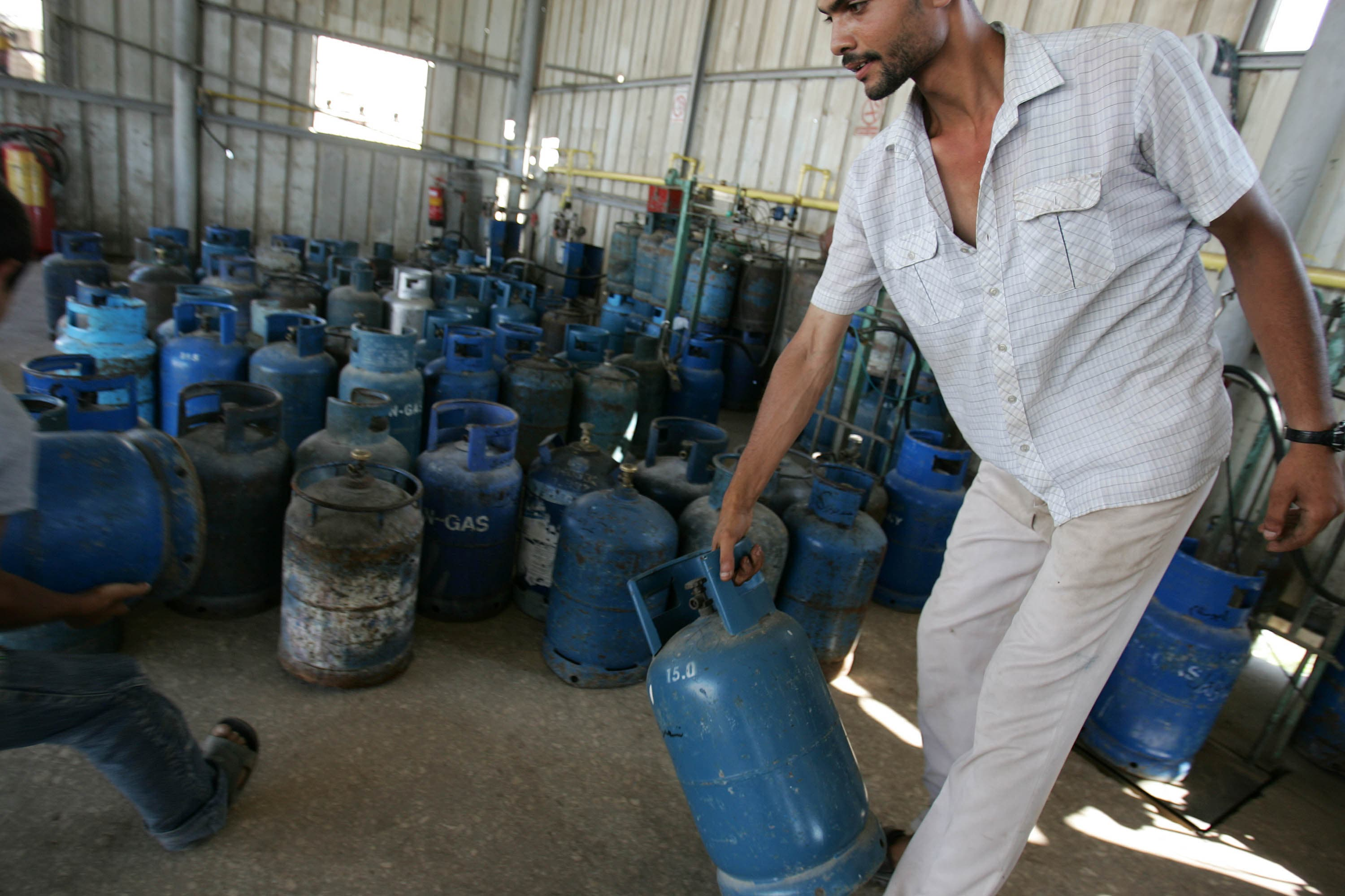 Hundreds protested in Cairo over the increase in the cost of cooking gas