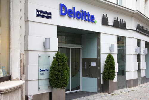 The Deloitte report indicates that specialisation is a major strategic trend in the banking industry, with risks and benefits both requiring careful assessment.