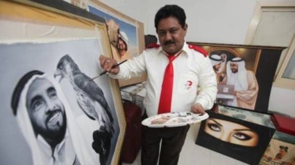 Dubai taxi driver adds finishing touches to portrait of the late Sheikh Zayed Bin Sultan Al Nahyan smiling at a falcon. (Photo courtesy: Gulf News)