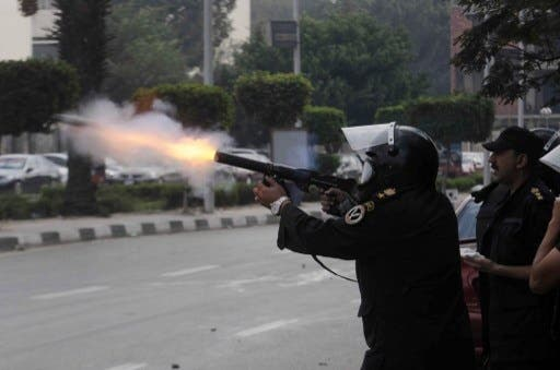 Egyptian police fired tear gas on student protesters at Egypt's Al Azhar Monday (Tarek Wajeh/AFP)