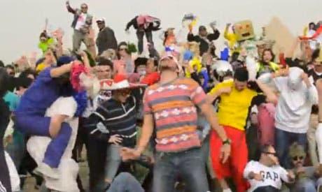 'Harlem Shake' at the Giza Pyramids