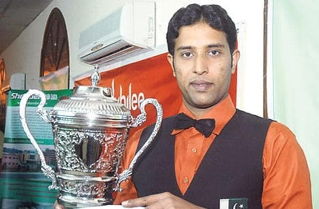 Pakistan's Muhammad Asif, winner of the IBSF World Snooker Championship, holds his trophy. (Photo courtesy ARY News TV)