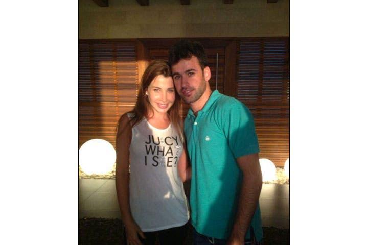 Nancy Ajram huggin' up on French 'The Voice' star Anthony Tuma. (Image: Facebook)