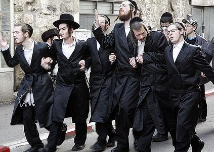 Reportedly, rowdy utra-orthodox Jews broke into the Holiest of Palestine's sites - the Aqsa Mosque- where they consumed alcohol, on Monday morning.