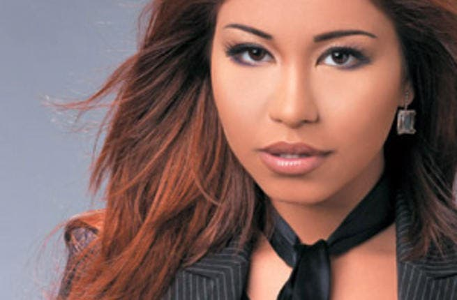 Sherine regrets Mubarak and wants to make it up to Morsi with a dance.