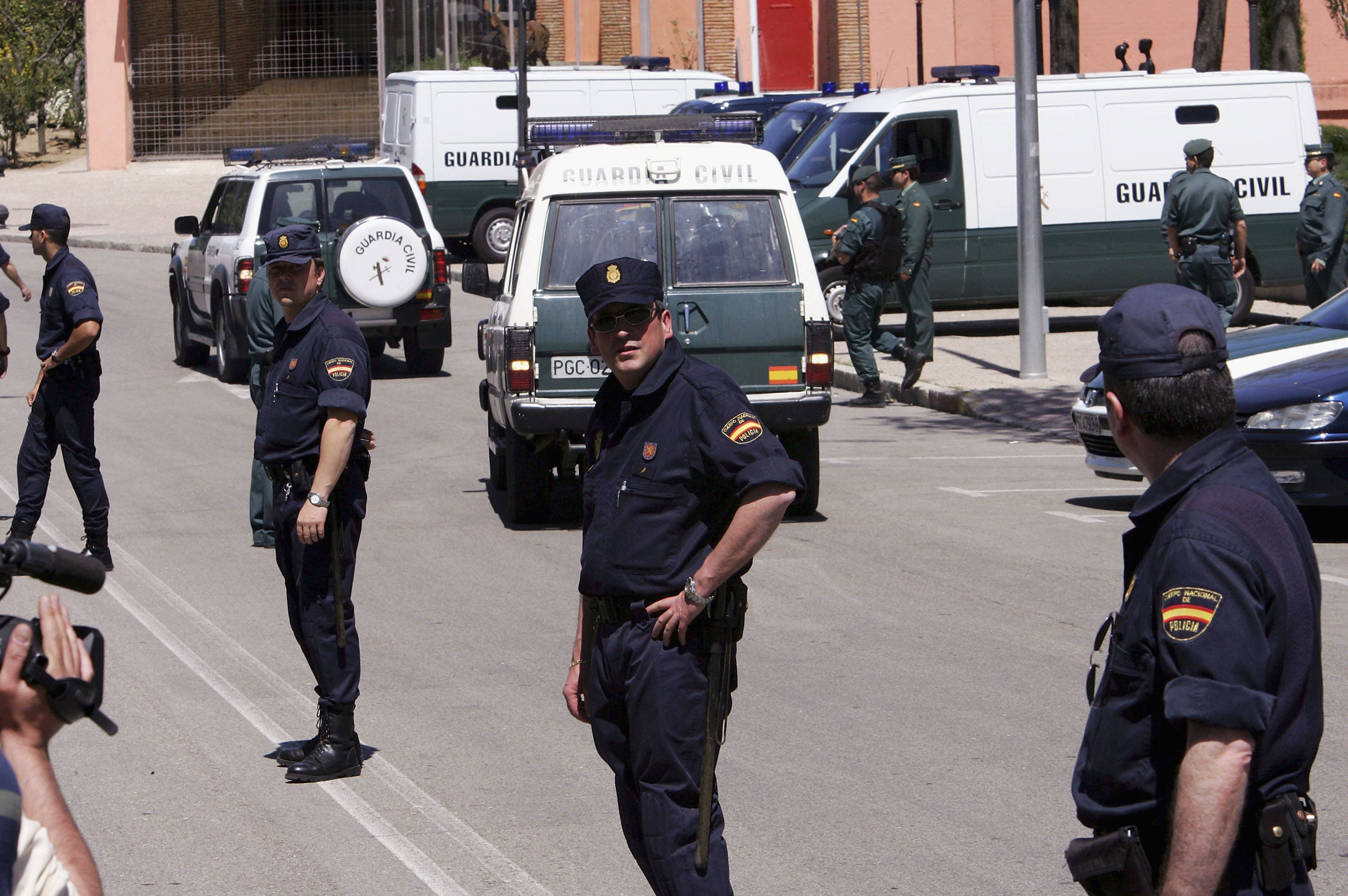 Spanish police outside the courthouse during the trial of the Madrid bombing suspects in 2005 (Getty)