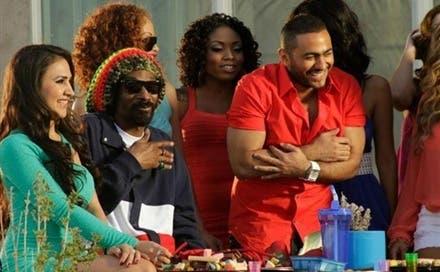 Tamer Husni (R) collaborates with Snoop Dogg (L) in Si El-Said