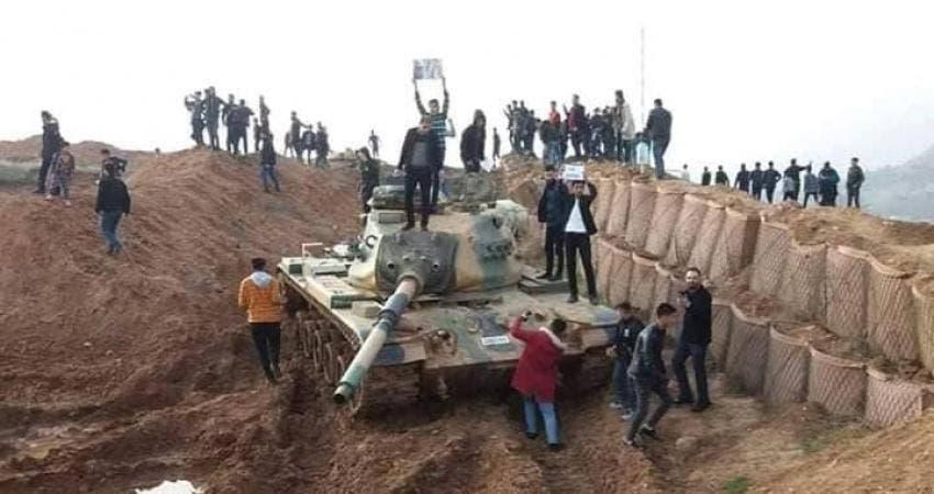 محتجون أكراد يقتحمون معسكرا للجيش التركي بشمال العراق