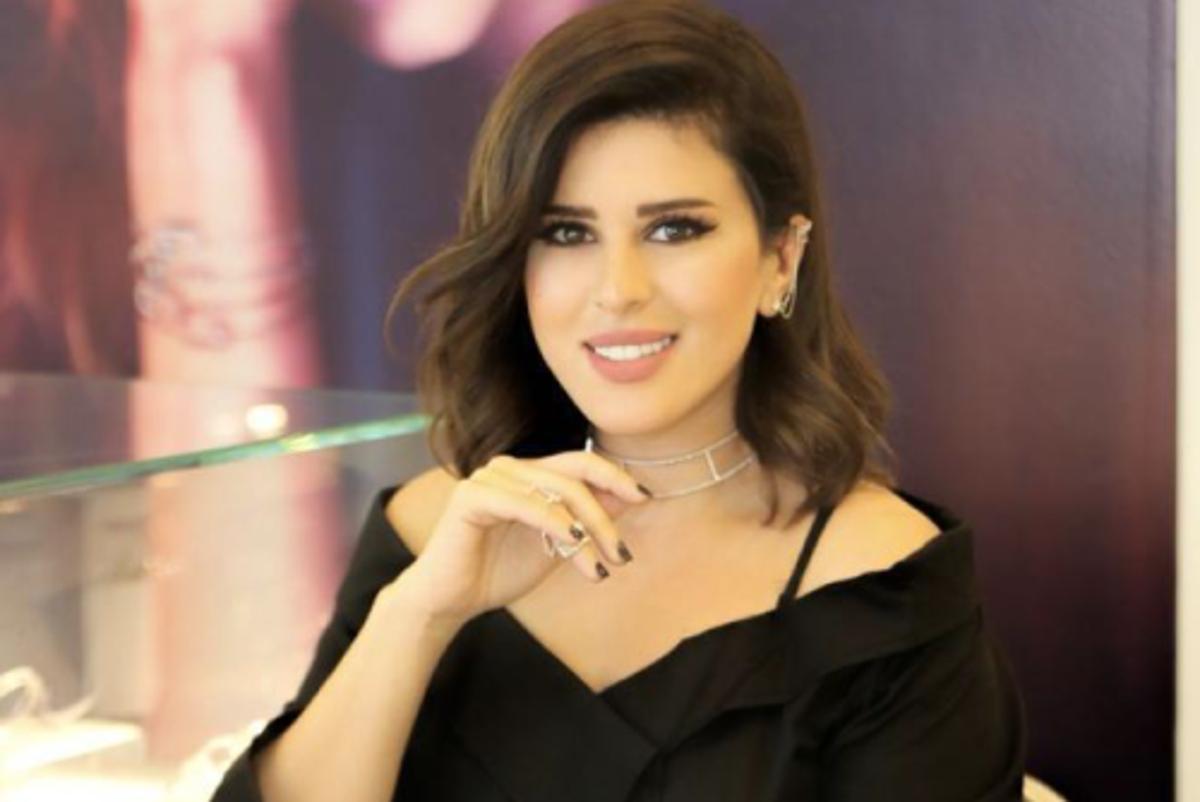 العروسة نور الشيخ بفستان أبيض ناعم من ماركة فيمي ناين وهذا سعره البوابة