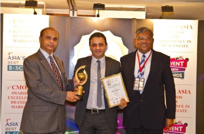 Mr. Abdulla Mahmood Receiving the Award
